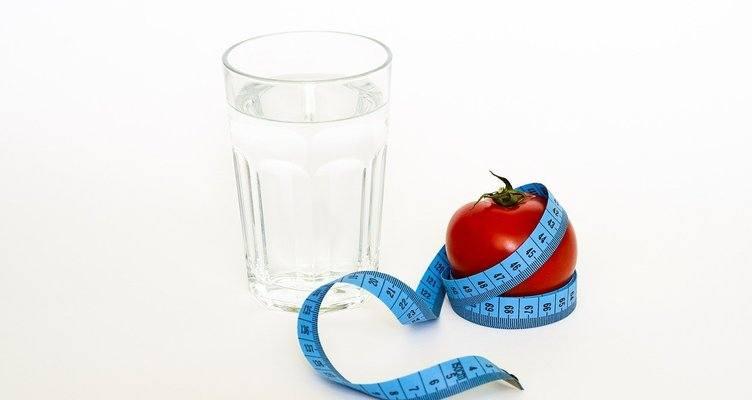 Дали водата може да ви помогне за отслабването?